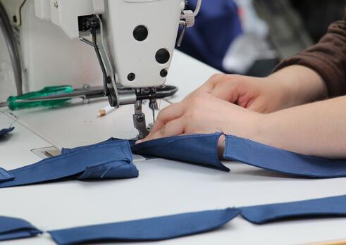 Pomocný pracovník v textilnej a odevnej výrobe