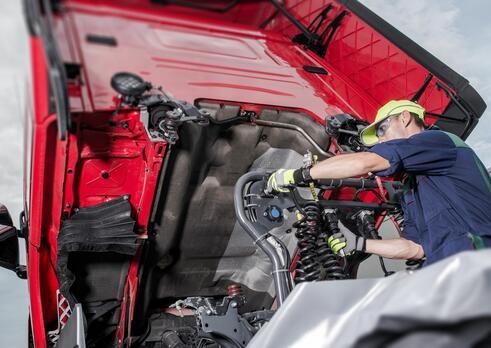 Automechanik nákladných automobilov a autobusov