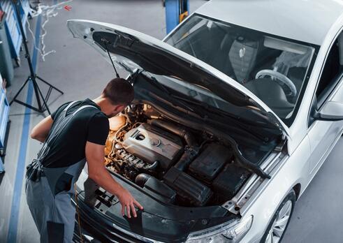 Automechanik osobných motorových vozidiel