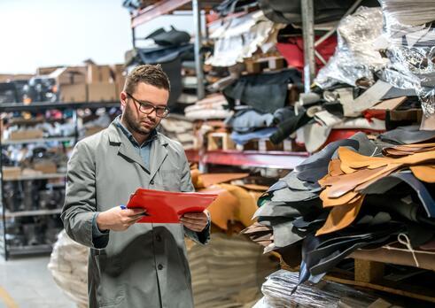 Špecialista riadenia kvality v obuvníckej a kožiarskej výrobe