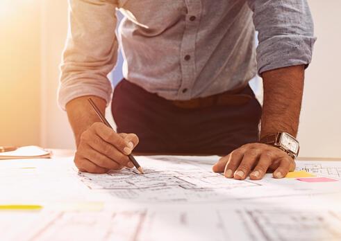 Špecialista výskumu a vývoja vo výrobe drevených konštrukcií