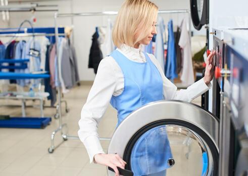 Operátor stroja na pranie a chemické čistenie textilu